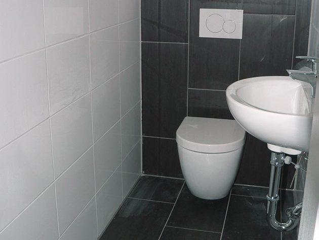 Sanierung der Toilette mit Fliesen