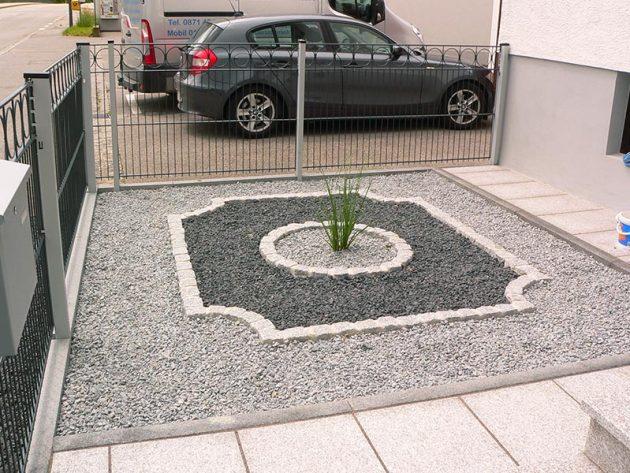 Neuer Vorgarten mit Steinen