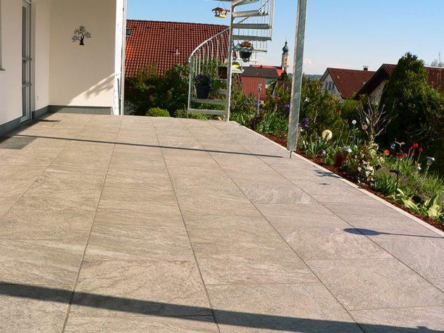 Terrasse mit Fliesen
