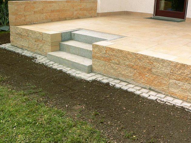 Neue Terrasse mit Treppe